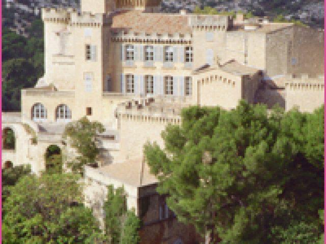 La vie de château en Provence au Château de la Barben